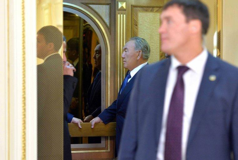 Жапонияның премьер-министрі Синдзо Абэмен кездесудің алдында. Астана, Ақорда, 27 қараша, 2015 жыл.
