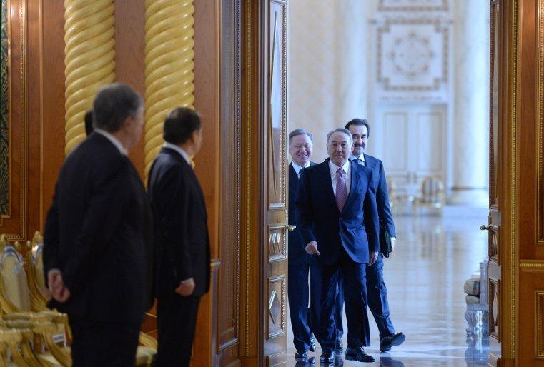 Ұлттық инвесторлардың Кеңесінің отырысының алдында. Астана, Ақорда, 2014 жылдың 11 сәуірі.