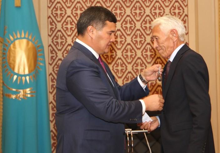 Қызылордада қаланың 200 жылдығына орай 200 ұстаз медальмен марапатталды