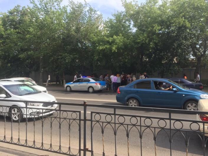 Астана полицейлері жаяу жүргіншілер жолында балаларды қағып кетті