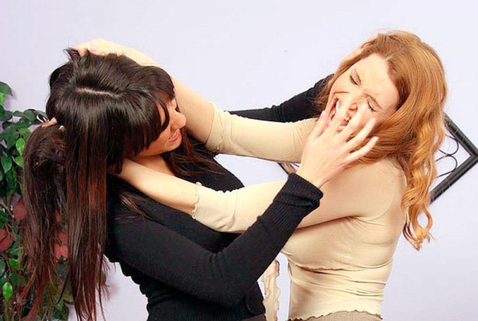 Русская девушка жестко трахнула свою подругу, Приятель жестко трахнул подругу по ее просьбе 20 фотография