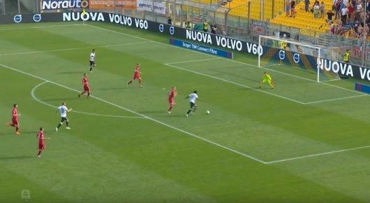 Футболшы барлық қарсыласын алдап өтіп гол салды (видео)