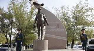 Атырауда қазақтың тұңғыш ұшқыш қызы Хиуаз Доспановаға ескерткіш ашылды -