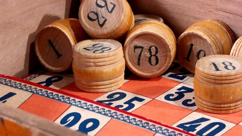 Үш ағайынды 40 жыл бойы бірдей сандармен лотерея ойнап, джекпот ұтып алды