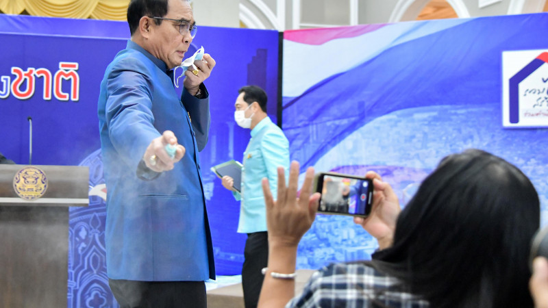 Таиланд премьер-министрі журналистерге антисептик шашты