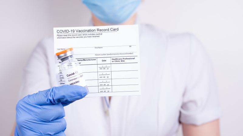 Ұлыбританияда вакцинация паспорты енгізілмейді
